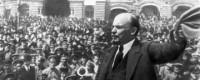 Có gì khác nhau giữa lịch sử một con người và lịch sử xã hội loài người ?