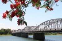 Soạn bài Ai đã đặt tên cho dòng sông trang 197 SGK Ngữ Văn 12
