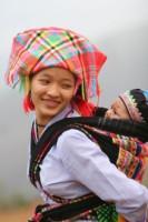 Cảm nhận của em về tình yêu con và lòng yêu nước, gắn bó với cách mạng của người mẹ Tà-ôi trong những lời ru ở bài thơ Khúc hát ru những em bé lớn trên lưng mẹ của Nguyễn Khoa Điềm.