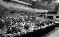 Qua các nội dung hoạt động của Đại hội II và đại hội VII, hãy nhận xét về vai trò của Quốc tế cộng sản đối với phong trào cách mạng thế giới
